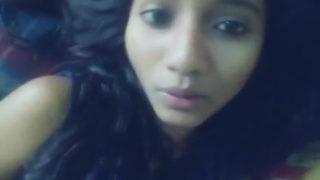 देसी किशोर लड़की कैम पर चुत दिखाती हुई