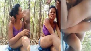 जंगल में गर्लफ्रेंड की चूत चुदाई
