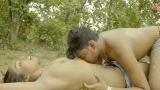 जंगल में सेक्सी गर्लफ्रेंड के साथ हॉट सेक्स