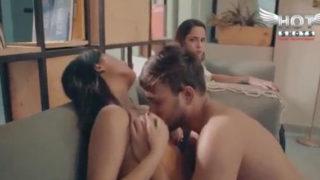 दो दो लेज़्बीयन ऑफीस गर्ल के साथ सेक्स