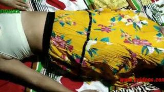 सेक्सी कॉलेज गर्ल कि झांट वाली चूत चुदाई