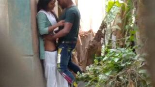 देसी कॉलेज गर्ल की चूत चुदाई खुले में